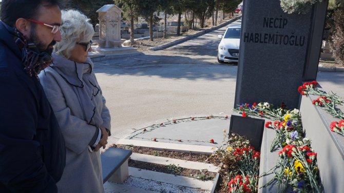 Necip Hablemitoğlu, mezarı başında anıldı