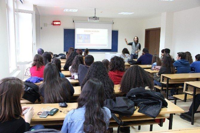 Öğrencilere Üniversite Tarzı Münazara Anlatıldı