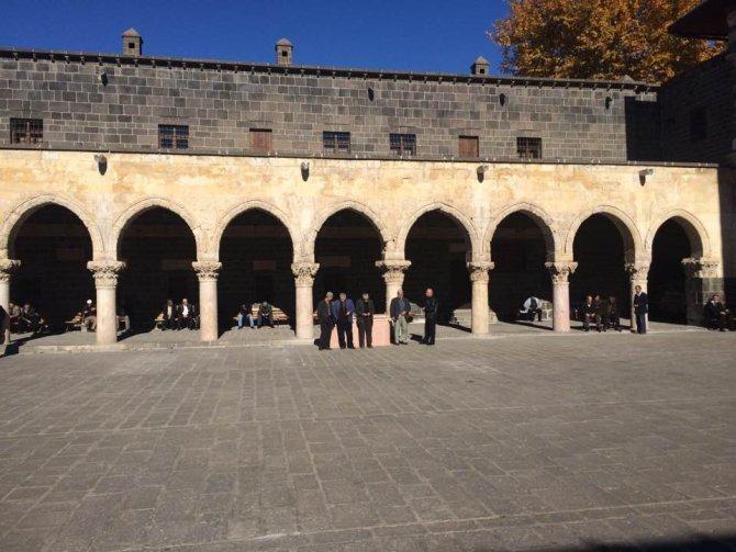 Diyarbakır Ulu Cami'de 14 asırdan beri ilk kez cuma namazı kılınmadı