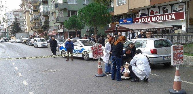 Kadıköy'de Yaralıya Giden Ambulansa Pazar Engeli