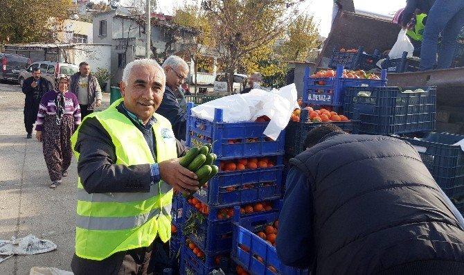 Osmaniye'de Rusya'yı Protesto İçin 20 Ton Sebze Meyve Dağıtıldı