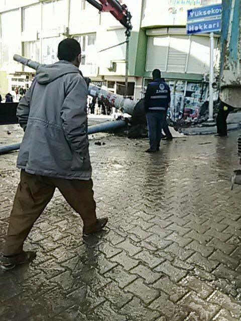 MOBESE Kamerası Direği, Kaldırımı İşgal Ettiği Gerekçesiyle Belediye Ekiplerince Kaldırıldı
