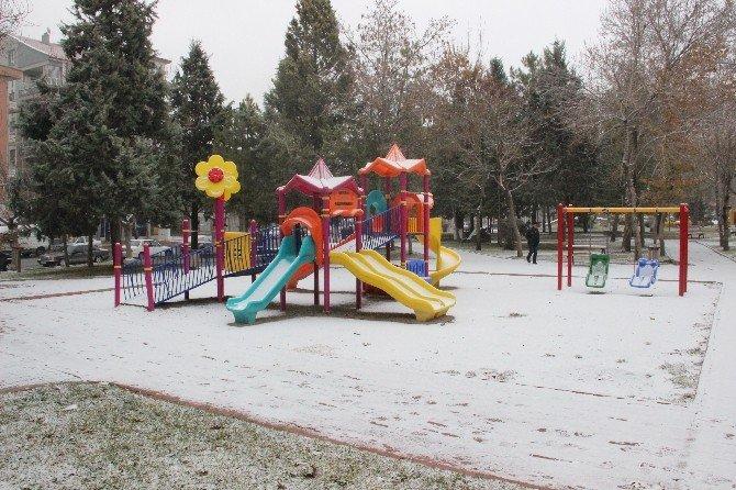Karaman'a Mevsimin İlk Karı Düştü