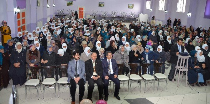 Kur'an Kursu Öğrencilerine Taç Takma Merasimi