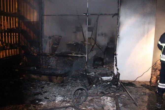 Oto Yıkamacıda Yangın Çıktı, Evler Boşaltıldı