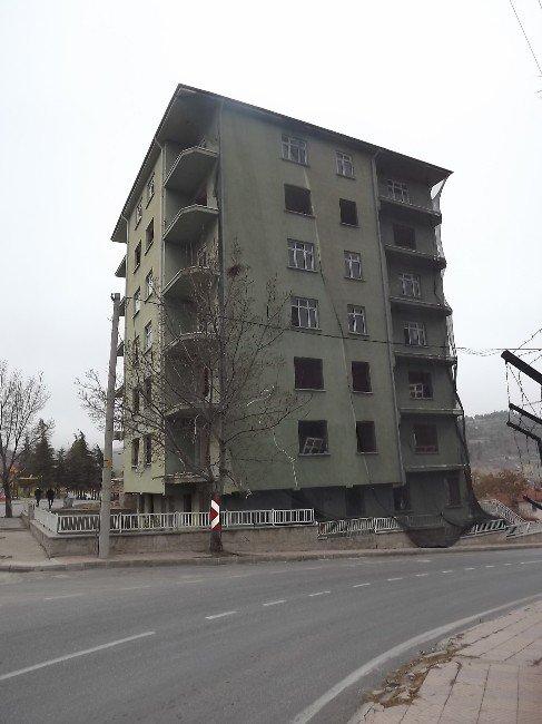 Eski Emniyet Müdürlüğü Binası Yıkılmayı Bekliyor