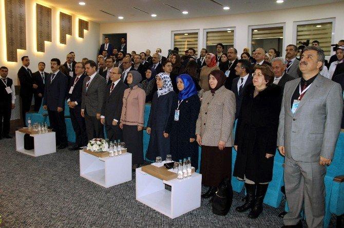 Sare Davutoğlu Meme Kanseri Sempozyumuna Katıldı
