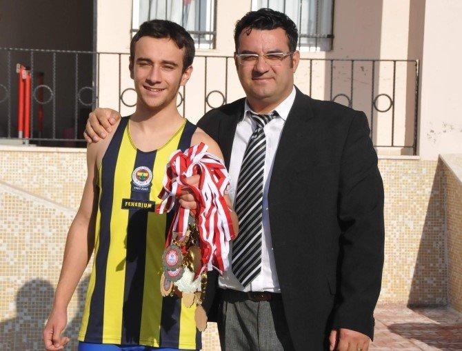 Madalya Avcısı Berke, Artık Fenerbahçe İçin Koşacak