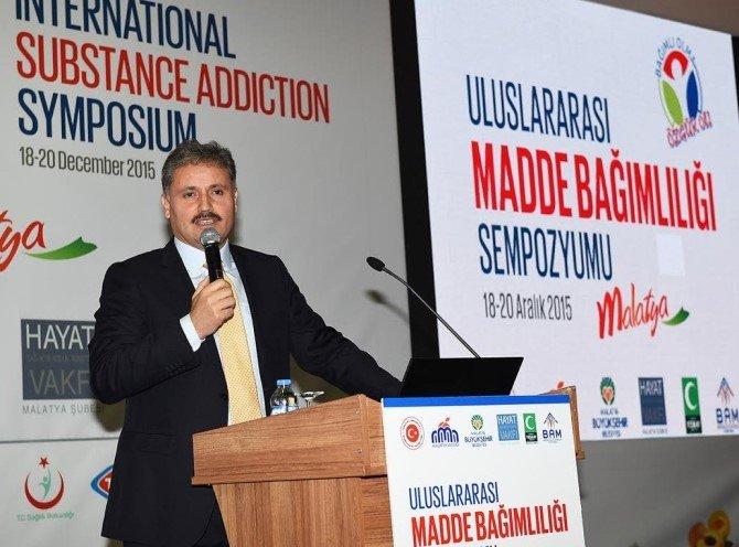 Uluslararası Madde Bağımlılığı Sempozyumu Başladı