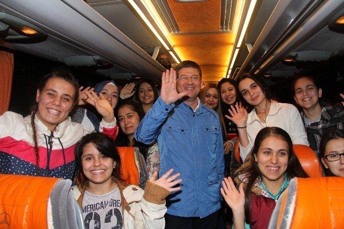 Başkan Subaşıoğlu'na Öğrencilerden Ödül
