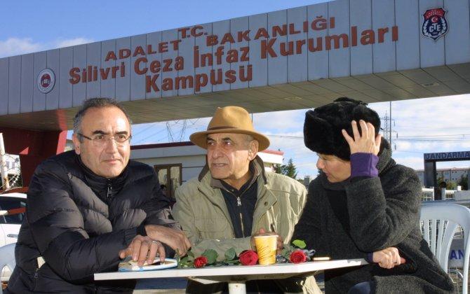 Yazar Sunay Akın: Umut nöbeti adaletsizlik duvarını yıkacak
