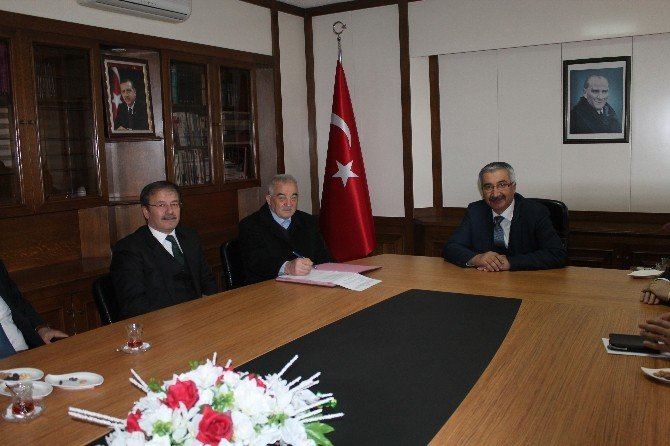Hayırsever Osman Çetin'den Okul İçin 400 Bin TL Bağış