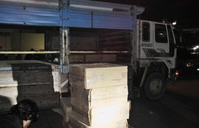 Sakarya'da 26 Bin 690 Paket Kaçak Sigara Ele Geçirildi