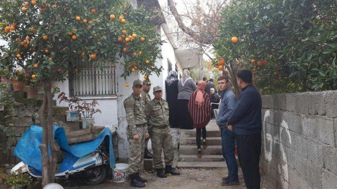 Cizre'de şehit olan uzman çavuşun Osmaniye'deki baba evine ateş düştü