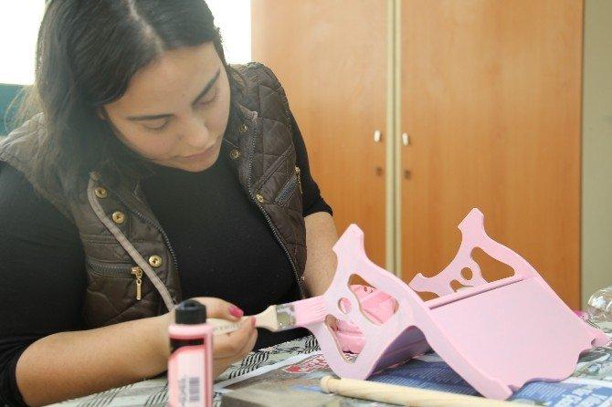 Turgutlu'da Kadın Kursiyerlerden Göz Dolduran Eserler