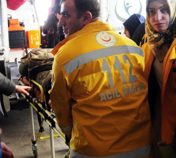 Van'da Askeri Araç Devrildi: 7 Yaralı
