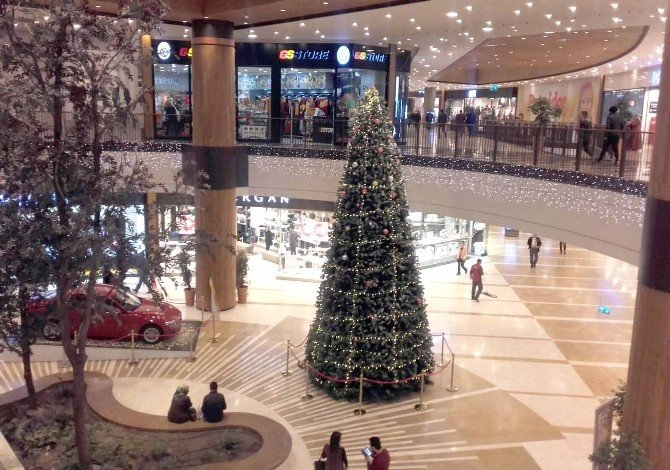 Kahramanmaraş'ta Yeni Yıl Alışverişinin Adresi Piazza Oldu