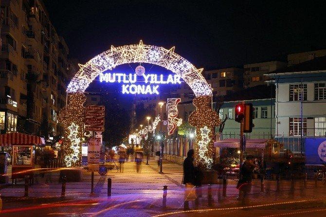 Konak'ta Yeni Yıl Işıltısı