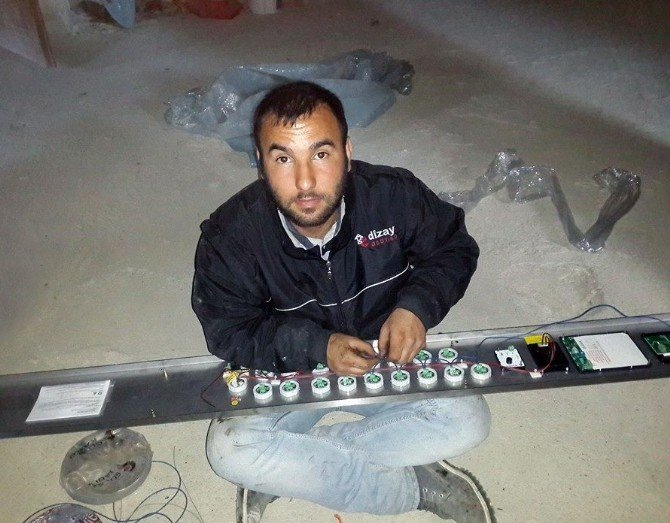 Elektrikçi Çatıdan Düşerek Öldü