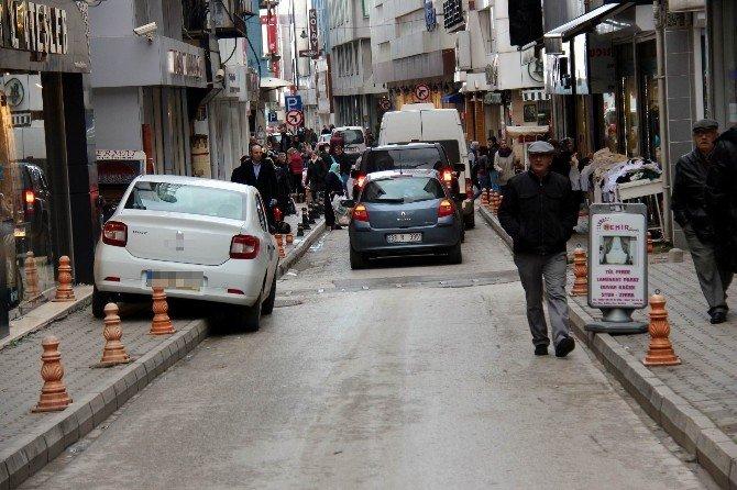 Büyükşehir Kent Mobilyalarına Verilen Zarardan Muzdarip