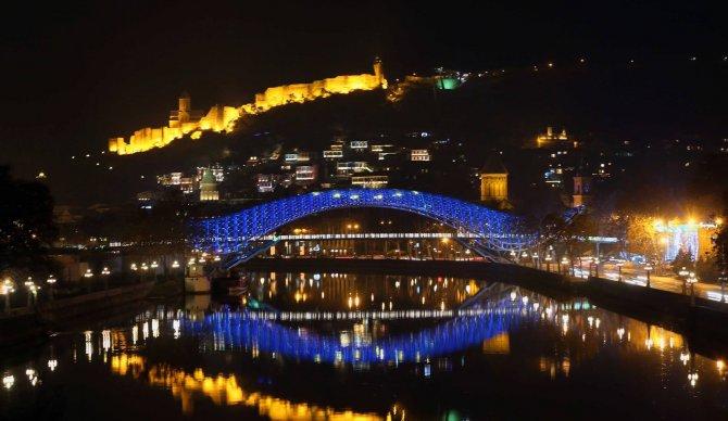 AB'nin vizeyi kaldırması Gürcistan'da renkli görüntüler oluşturdu