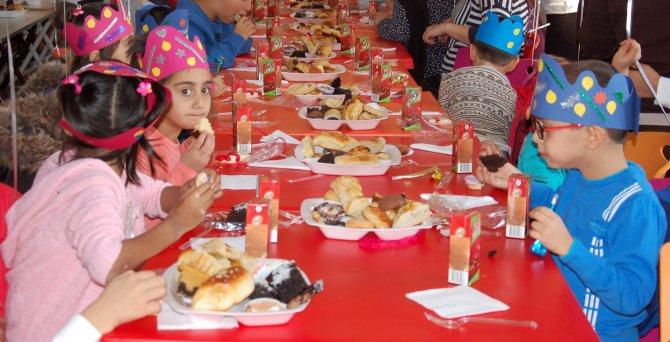 Mevlana Haftası'nda kimsesiz çocuklara özel kutlama