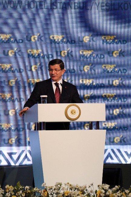 """Başbakan Davutoğlu: """"Sizi Dağlara, Barikatlara Mahkum Etmeye Çalışanları Dinlemeyin"""""""