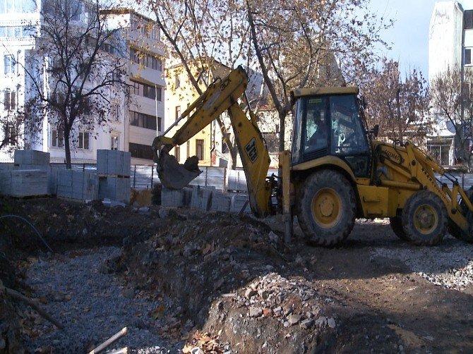 Tophane Parkı Yenileniyor