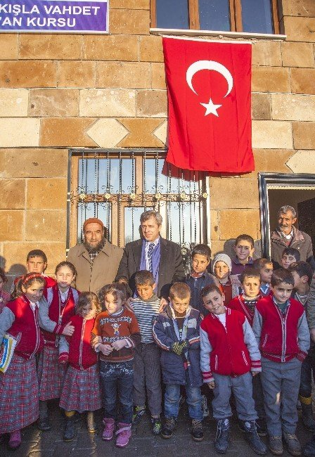 Vali Çınar, Ahlat'ta Kur'an Kursu Açılışlarına Katıldı