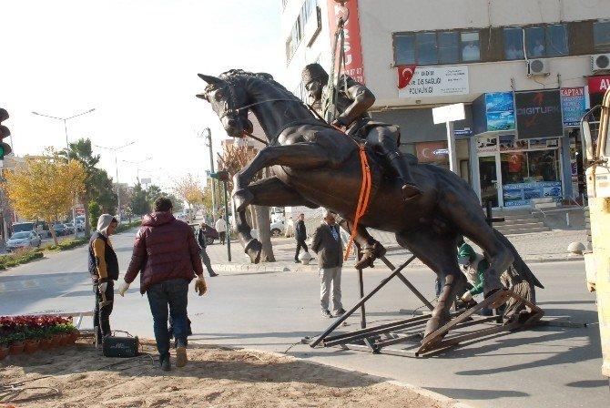 Didim'de Yeni Atatürk Heykeli Yerini Aldı