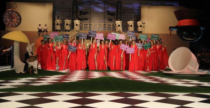 Dünyaca ünlü moda fuarına Ruslar 'hülle' yöntemiyle getirildi