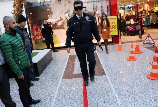 Alkol Gözlüğü Takan Polis Düz Yolda Yürüyemedi