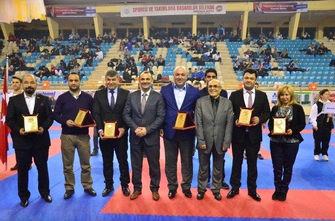 Türkiye Büyükler Ve Veteranlar Karate Şampiyonası Adana'da Sürüyor