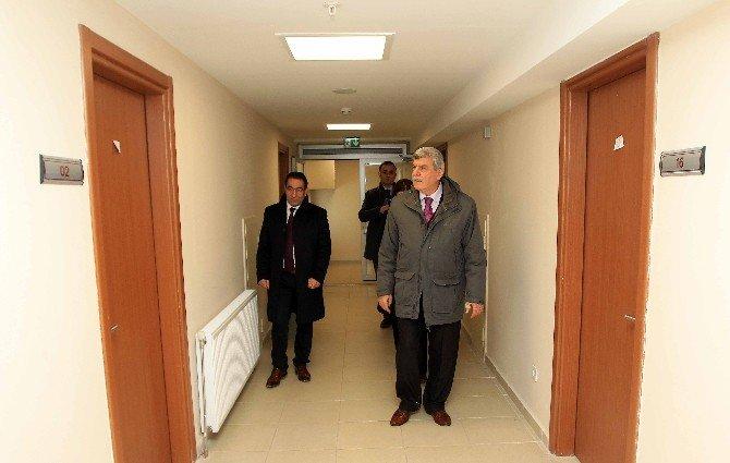 Başkan Karaosmanoğlu, Öğrenci Yurtlarını İnceledi