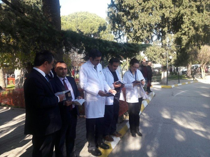 Öğrenciler Kitaplarıyla Hastaneye Koştu