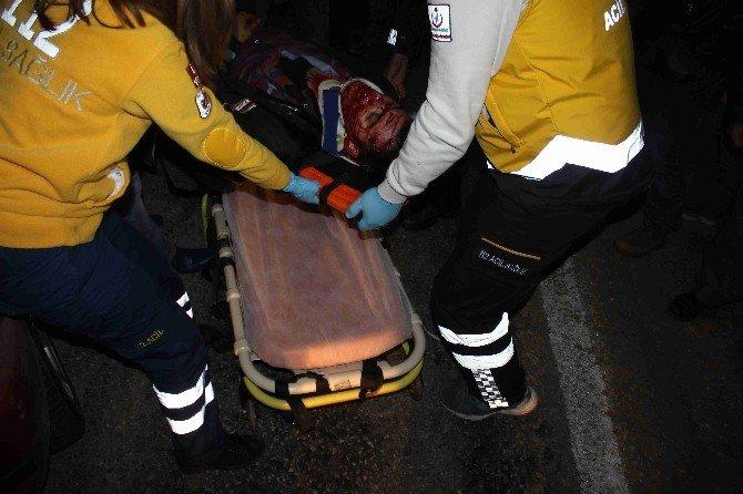 Otomobil İle Tır Kafa Kafaya Çarpıştı; 2 Ağır Yaralı