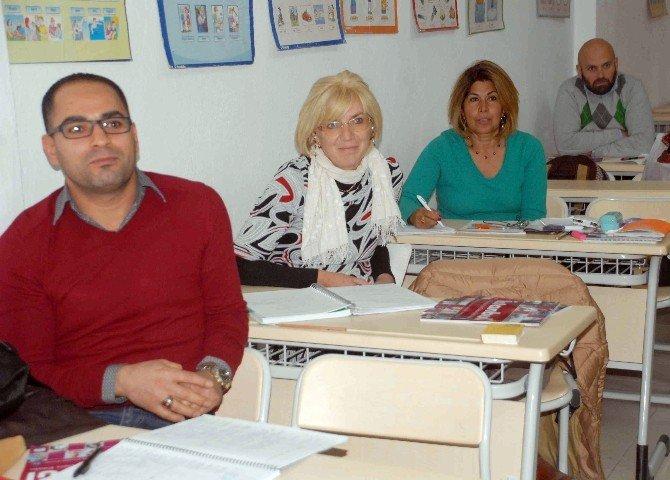 Fethiye'de 9 Ülkeden 28 Yabancı Türkçe Öğreniyor
