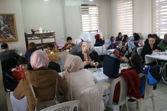 Devrek Karşıyaka 100. Yıl Ortaokulu'ndan Dayanışma Kahvaltısı