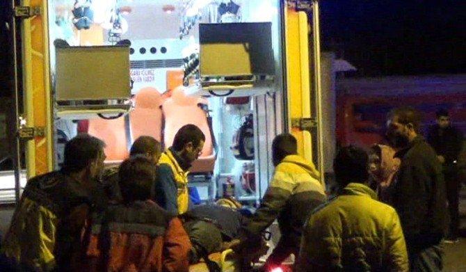 İşçileri Taşıyan Minibüs İle Otomobil Çarpıştı: 1'i Ağır 8 Yaralı
