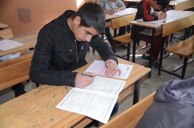 """Sarıkamış'ta """"Liseli Gençler Efendimizin İzinde Siyer-i Nebi Yarışması """" Sınavı Yapıldı"""