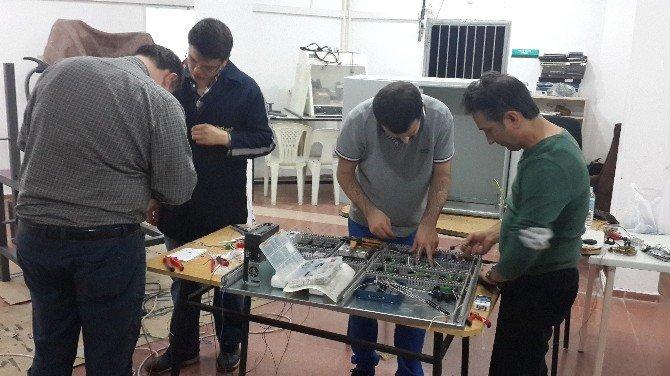 Balıkesir Üniversitesi Edremit Meslek Yüksek Okulu'ndan Uşak Üniversitesine Yorulma Test Cihazı Desteği