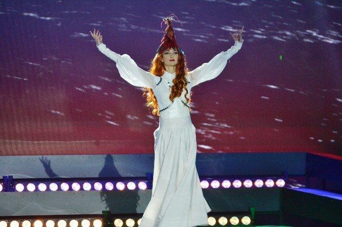 Şarkı Yarışmasında Bayır Bucak Türkmenlerine Destek