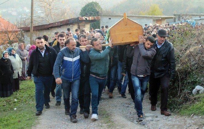 """Göçükte Ölen Oğluna Böyle Feryat Etti: """"Gençliğini Doyamadan Gittin Yavrum"""""""