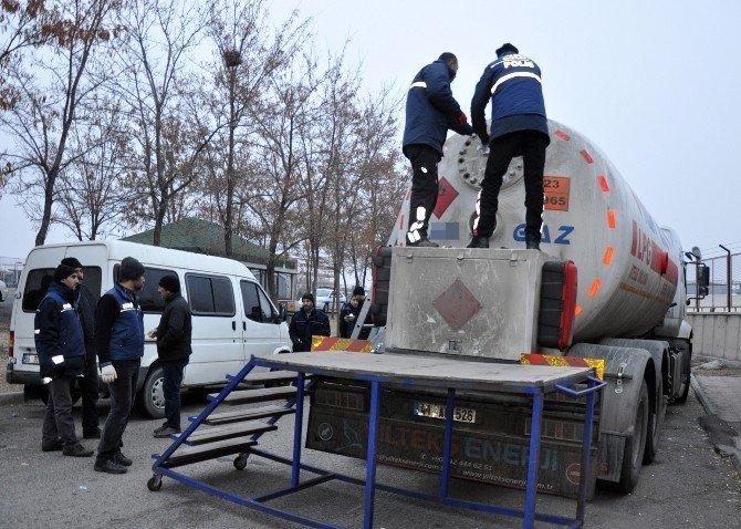 LPG Tankerinde Gümrük Kaçağı 35 Bin Paket Sigara Çıktı