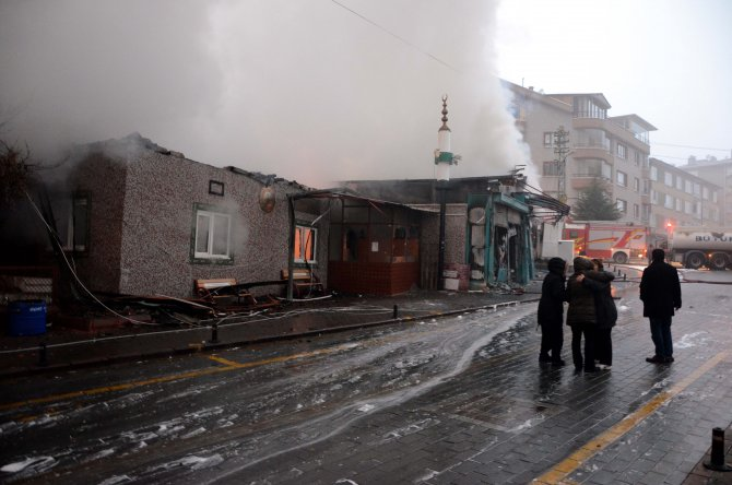 Ankara'da 253 dükkanlık Osmanlı Pazarı'nda büyük yangın