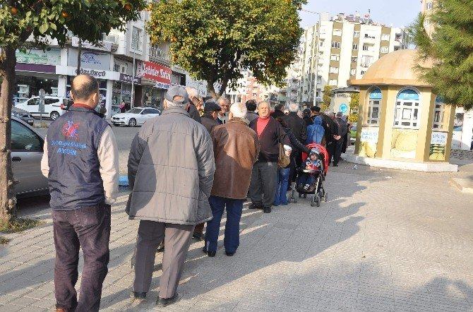 Aydın'da Ekmek Kuyruğu Manzaraları