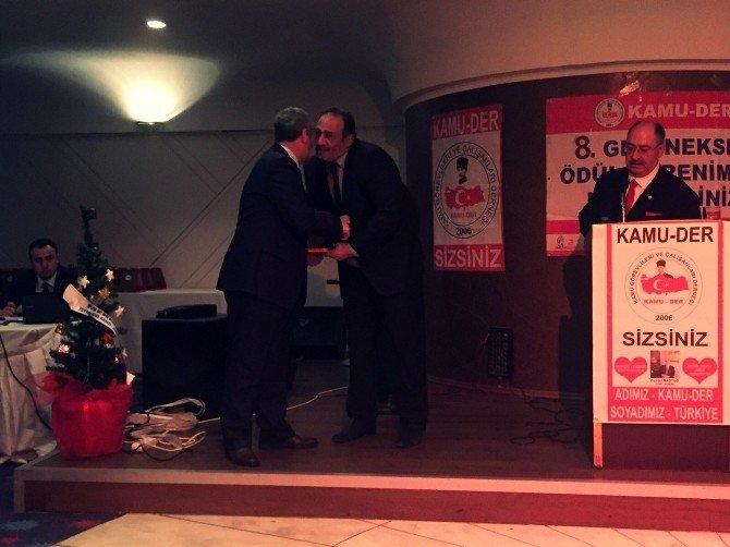 Necati Gürsoy Yılın En Başarılı İlçe Belediye Başkanı Ödülünü Aldı