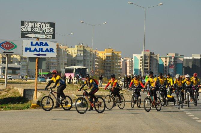 Bisikletseverler, kilometrelerce pedal çevirip 6 bin ağaç dikti