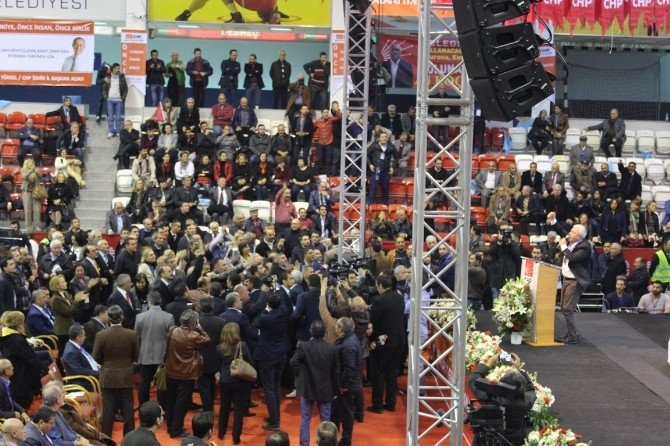 CHP Kongresinde Kavga Çıktı