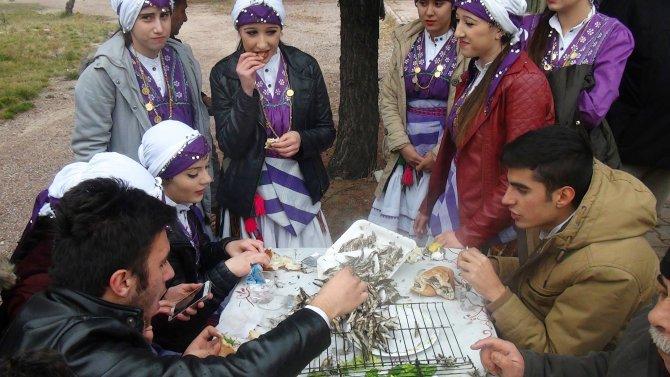 Karadenizliler, Niğdeli vatandaşları hamsiye doyurdu